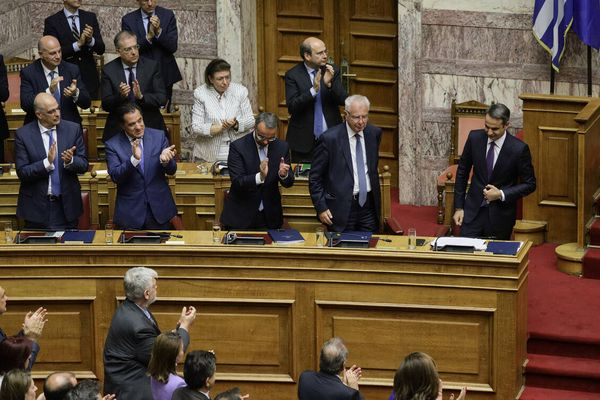 Opinion Poll: 17 μονάδες μπροστά η ΝΔ –Κυριαρχία Μητσοτάκη στο κέντρο